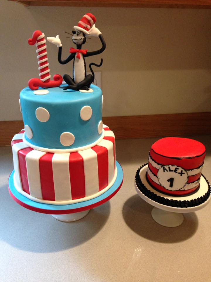 Dr. Seuss cake set