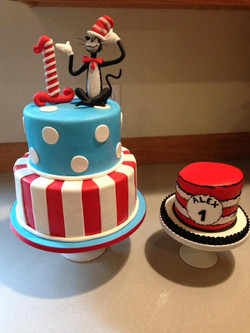 Dr. Seuss cake set