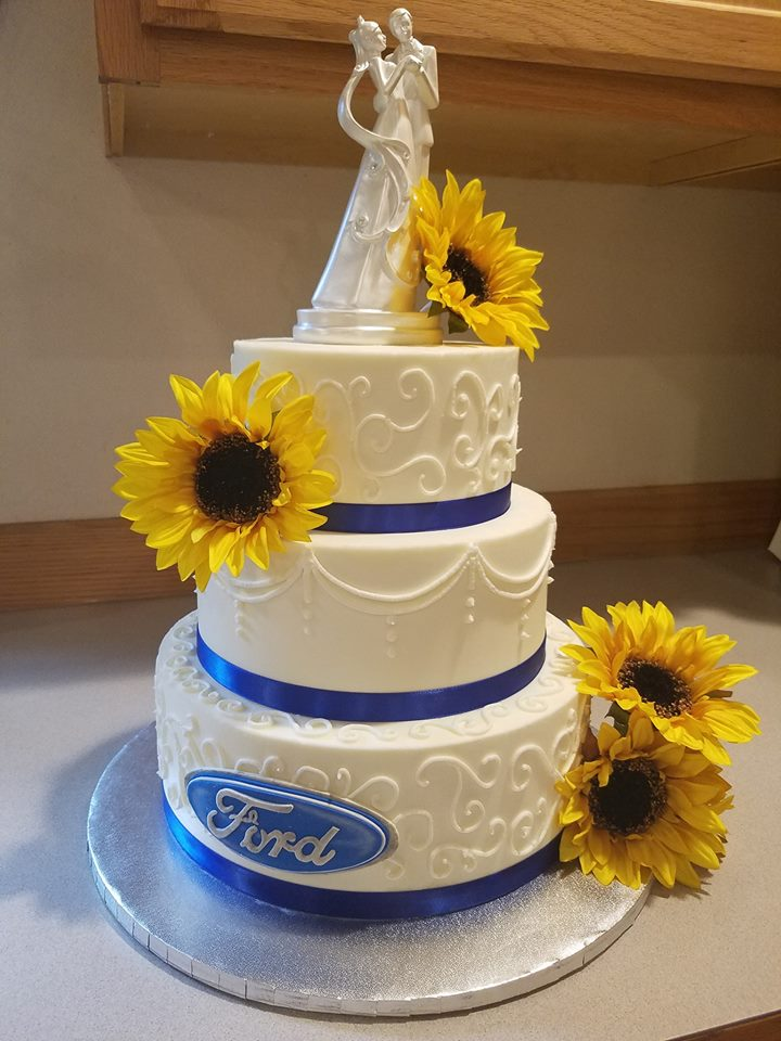Old school piped wedding cake