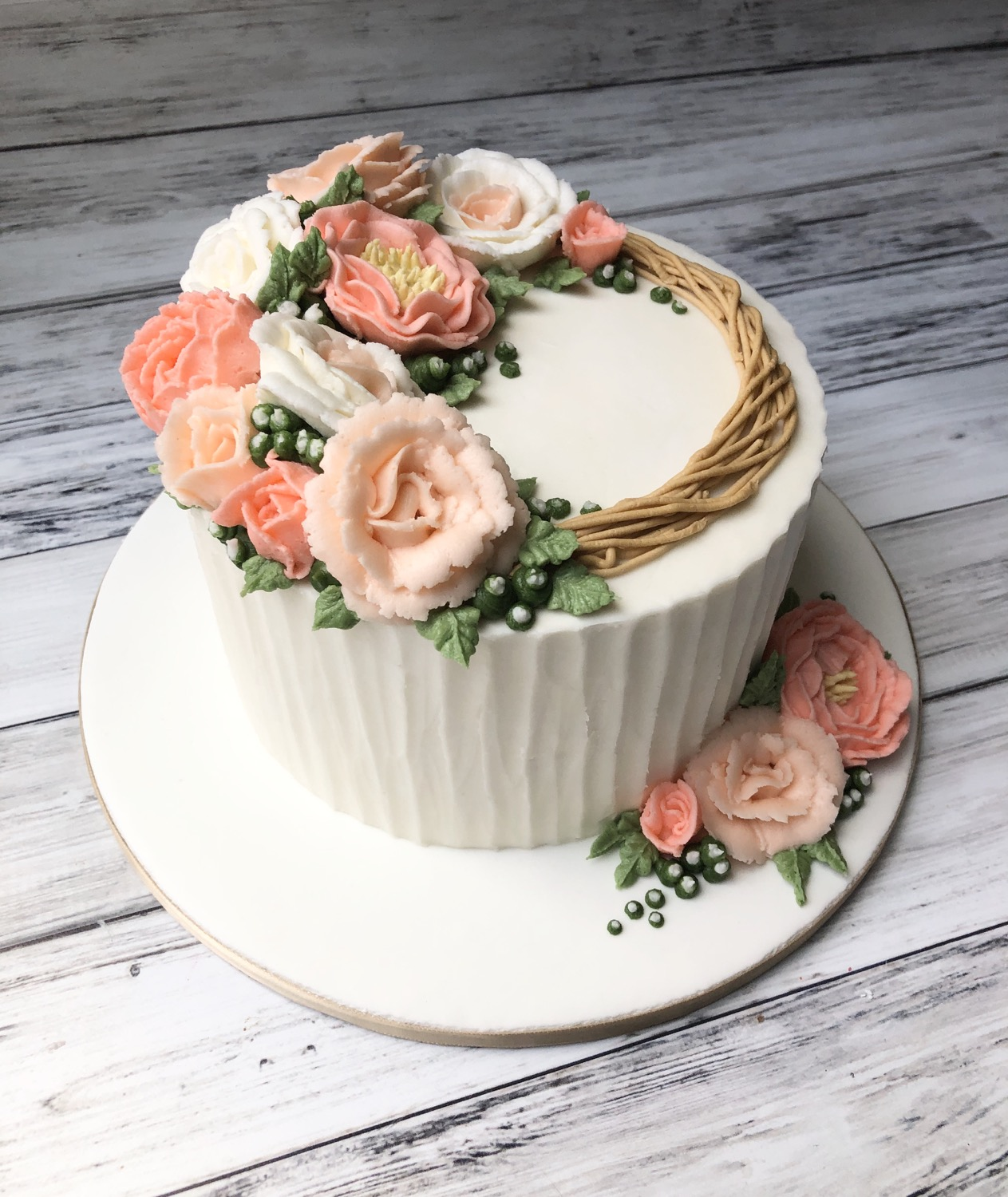 Pretty Rose Wreath Cake