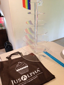 A customizable cake/cupcake stand