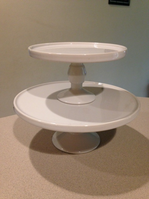 2 small ceramic stands