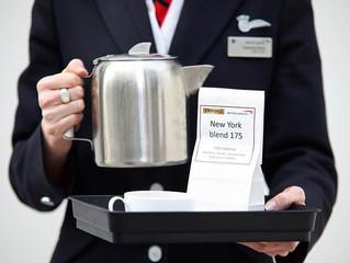 Waarom thee in een vliegtuig anders smaakt