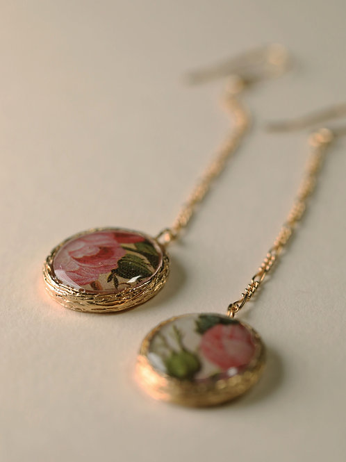 Chain Earrings with Floral Frame