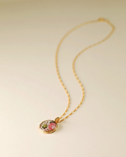 Short Floral Frame Necklace