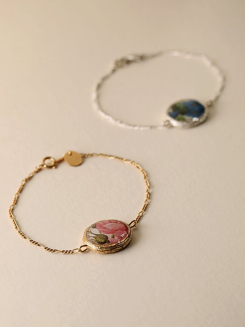 Chain Bracelet with Floral Frame