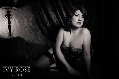 Vintage-boudoir-photography.-Ivy-Rose-St