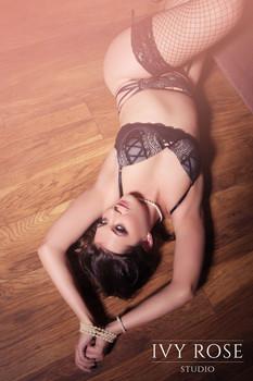Vintage-boudoir-photoshoot.-Ivy-Rose-Stu