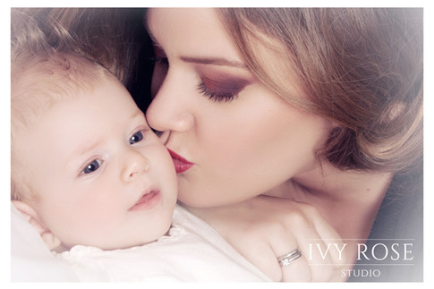 Mother-and-baby-photoshoot--Ivy-rose-stu