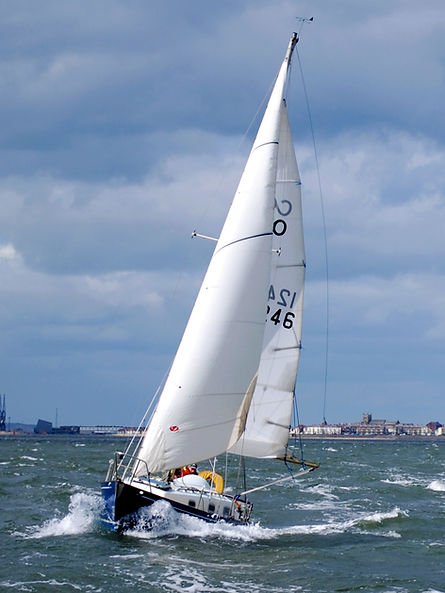 Cruser sailing in Hartleol