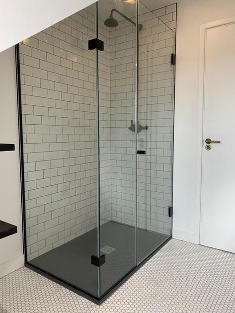 Framless shower screen Oxford.jpg