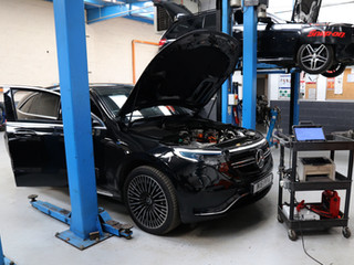 Mercedes_Electric_Car_Servicing.jpg