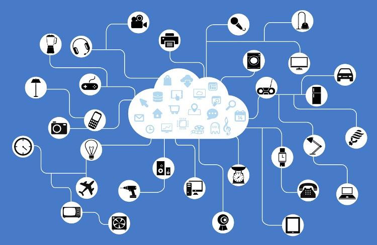 nuvola di rete che connette tanti dispositivi.