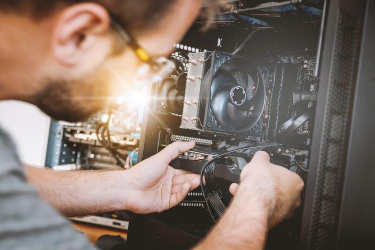 Inserimento scheda grafica all'interno del computer