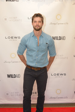Pretty Little Liars Star Drew Van Acker