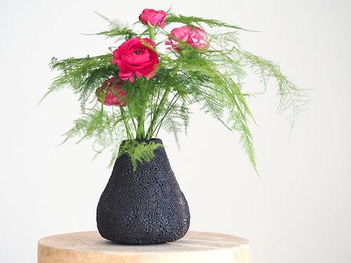 LYRA | Black texture vase