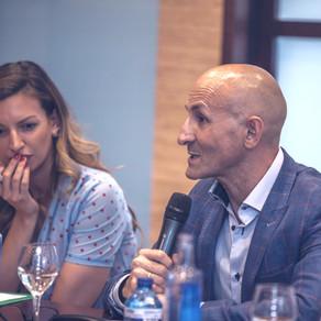 Modesto Lomba en un encuentro sobre calzado organizado por la agencia Manuela Laguna