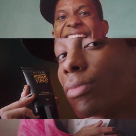 Lucas Penteado estreia em novo comercial da Avon
