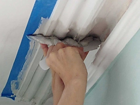 custom plaster molding blade being used to restore damaged molding