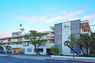 Front_of_hotel2.jpg