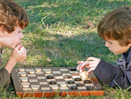 5 Reasons to Play Checkers With Your Children