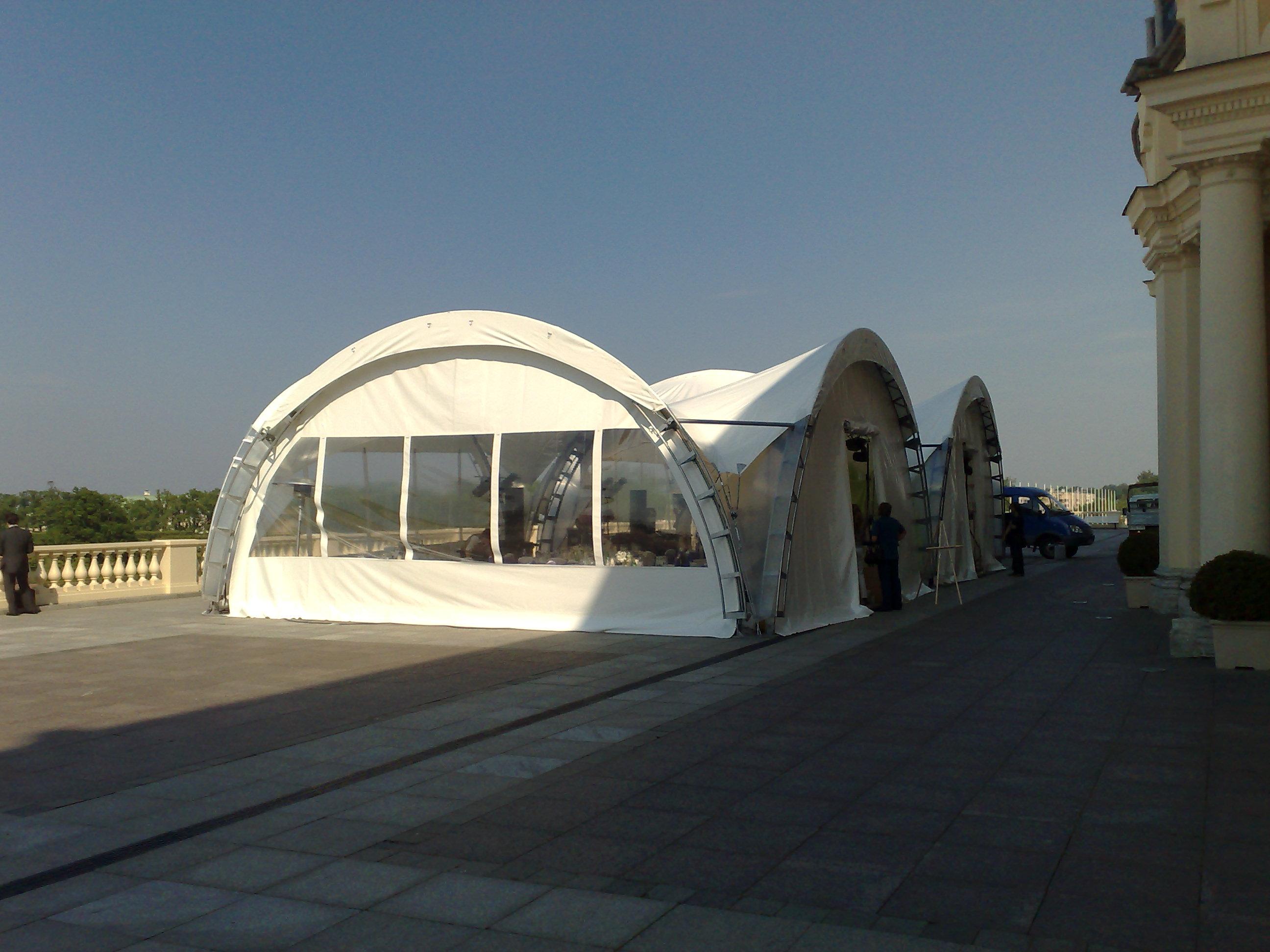 Арочный шатер павильон с окнами