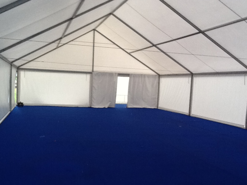 шатер павильон с треугольной крышей