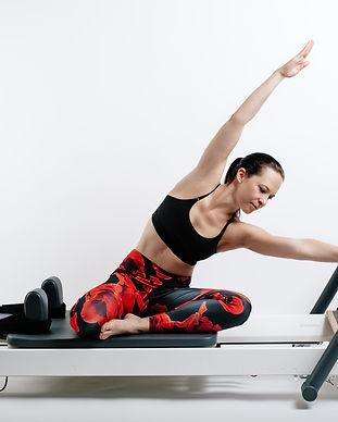 Pilates Reformer - auch in der Gruppe im Limmattal bei TRAINING URDORF by Daniela Brügger