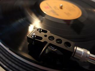 1階のカフェでは、いよいよレコードが回せるようになりました。
