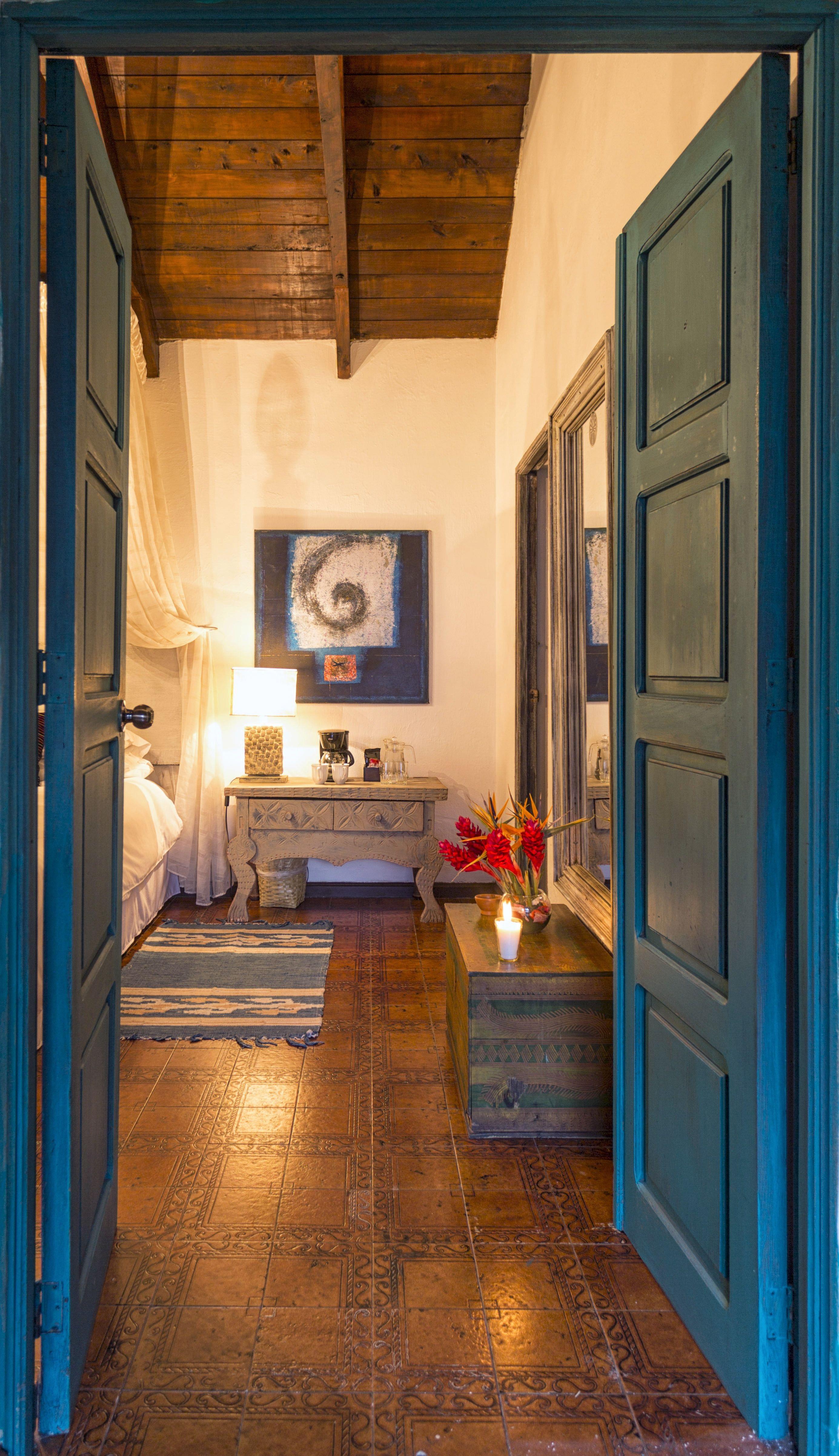 Room #3E Palo-Santo