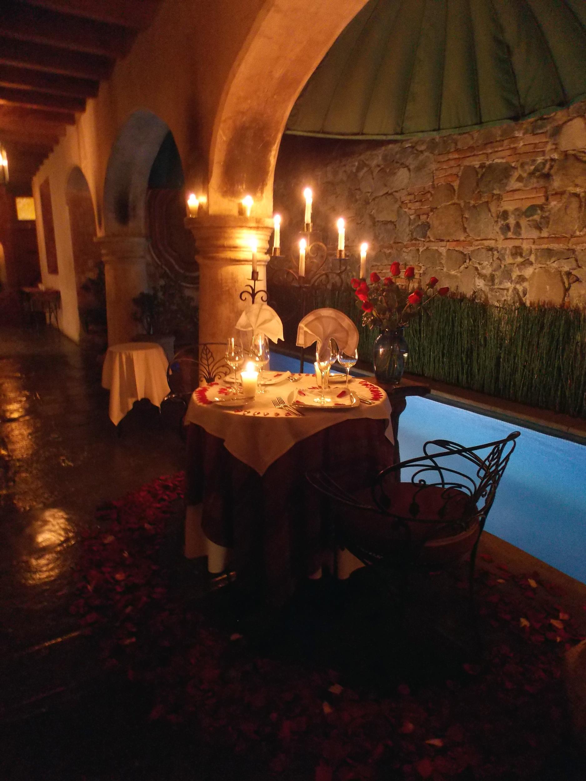 Romantic Dinner in La Cueva