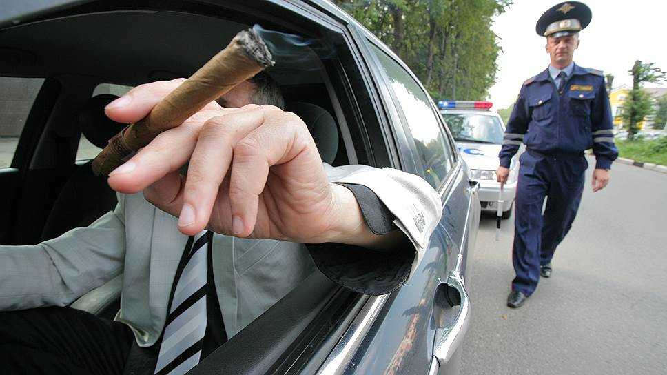 Британского водителя оштрафовали за выбрасывание квитанции о штрафе