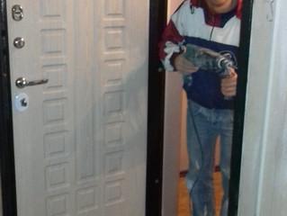 Как установить входную металлическую дверь в квартиру: инструкция с фото...