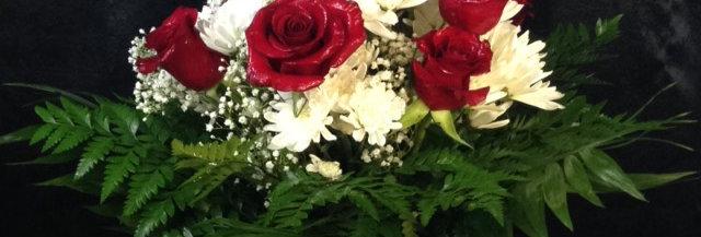 Classic Dozen Roses and Poms