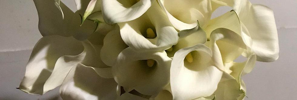 28 Calla Lily Hand Bouquet