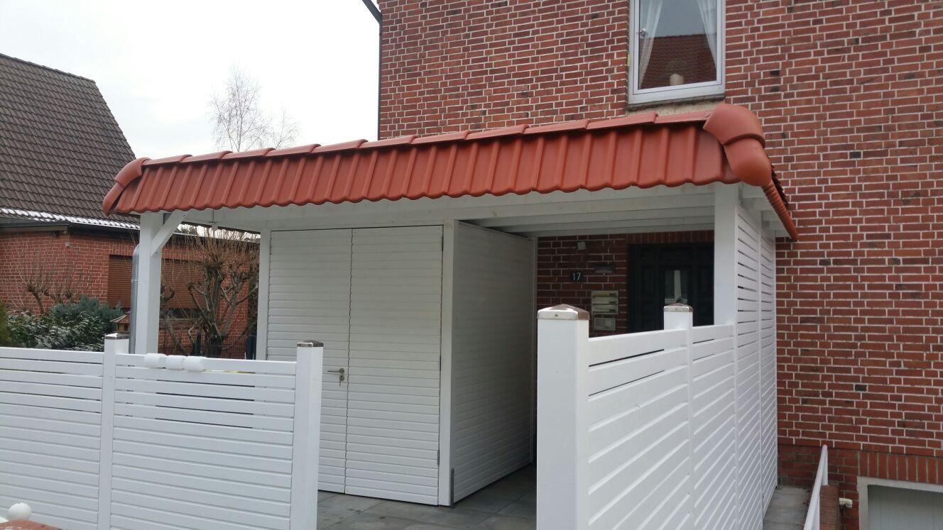 Vordach mit Abstellraum in weiß mit Pfan