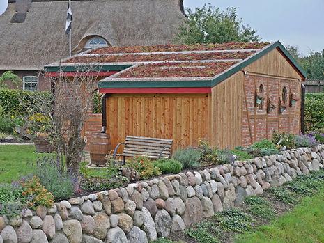 Fassade Gründach Satteldach Holz.jpg