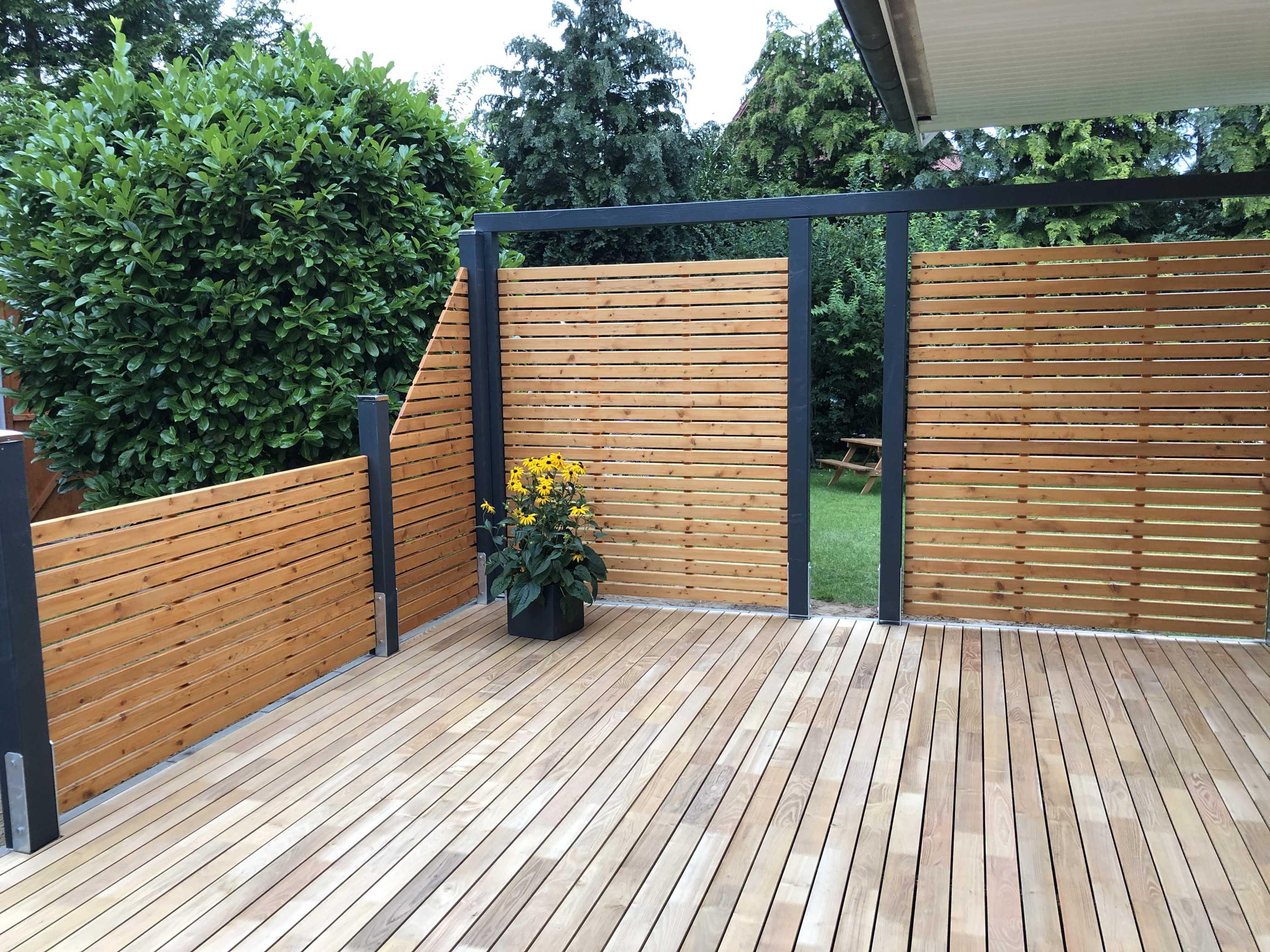 Gartengestaltung modern Zaun Terrasse