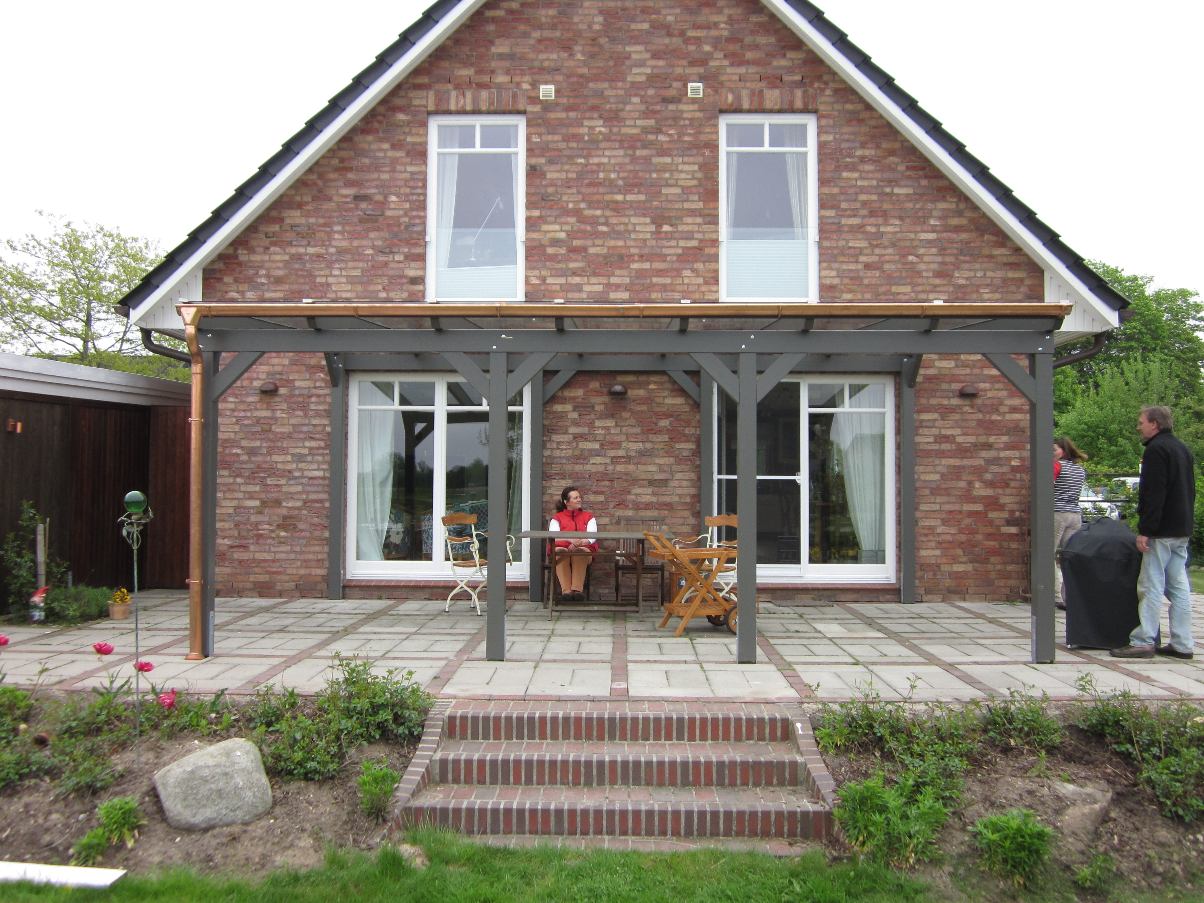 Terrassenüberdachung modern grau