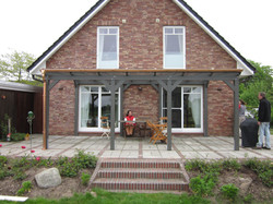 Terrassenüberdachung modern grau maßgefertigt von FREESE Holz