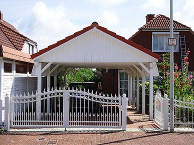 Carport weiß rot mit Satteldach farbbehandelt Carport streichen