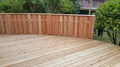 Terrasse Lärche lange Dielen mit Geländer.jpg