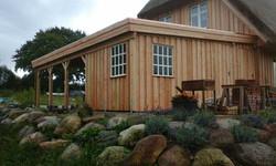Carport mit zwei Fenstern Lärche Holz individuell geplant