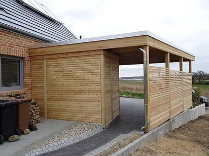 Carport Holz mit Abstellraum modern natur Lärchenholz individuell gefertigt