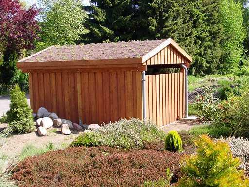 Carport Gründach Satteldach mit Seitenverkleidung natur