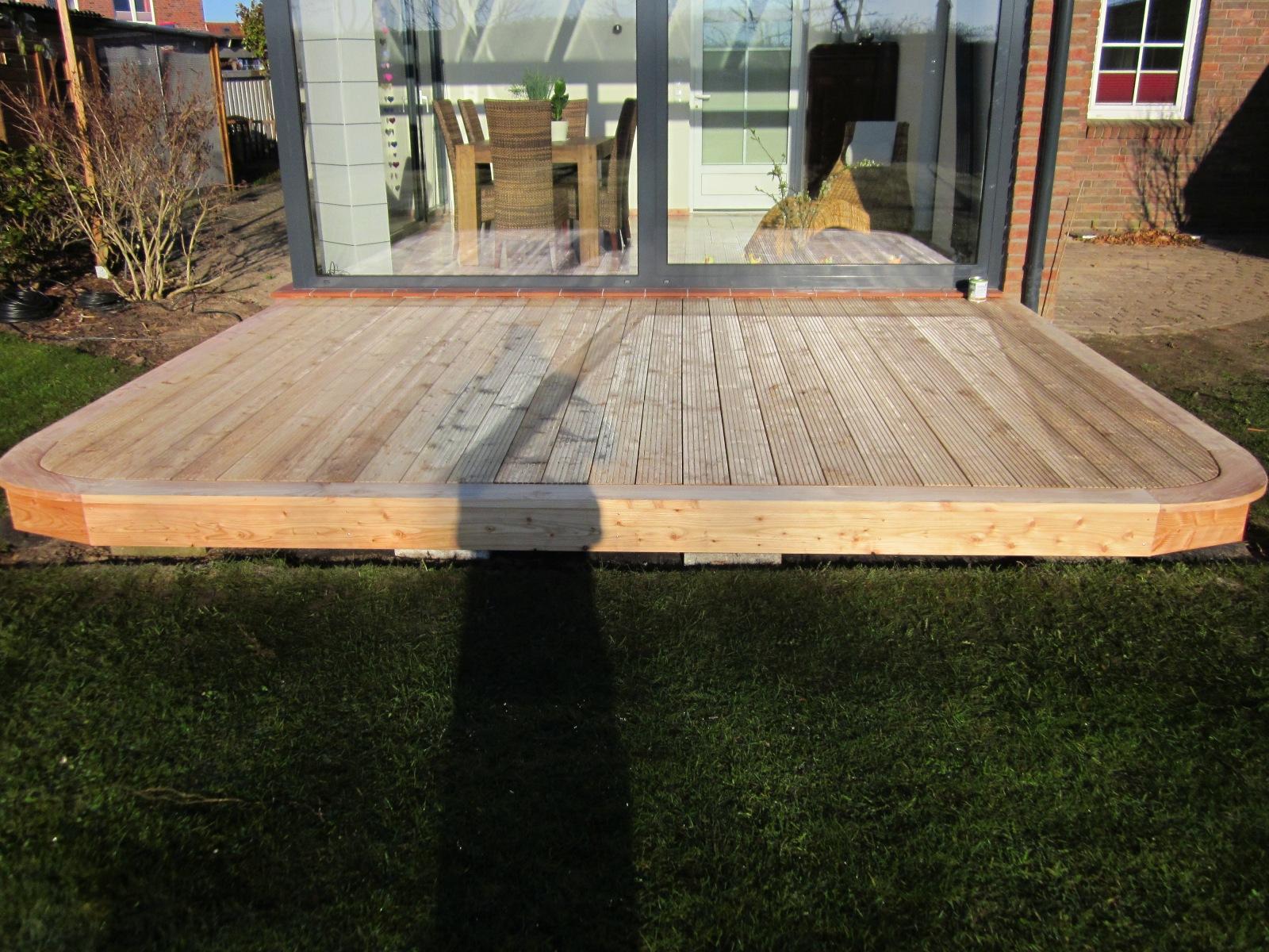 Lärche Terrasse rund mit Blende