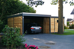 Carport Lärche modern mit Abstellraum KLARE LINIE