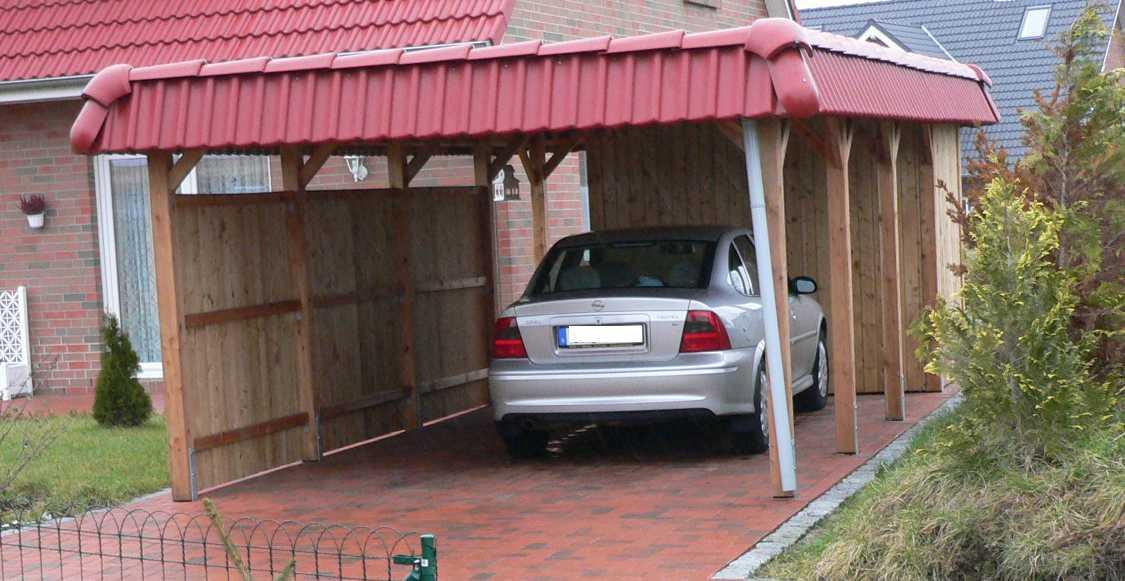 Einzelcarport Holz Lärche mit roten Dachpfannen und Geräteraum
