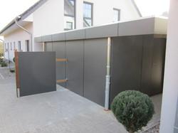 Fassade modern grau Schichtstoffplatten.