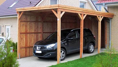 Carport Holz Lärche ans Haus gebaut